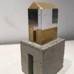 Maison d'Or II / verre, béton et feuille d'or H16L8cm