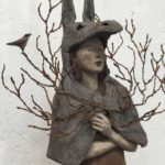 Peau d'âne aux arborescences et oiseau /grès, fer et papier mâché /détail