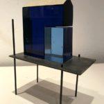 Construction bleue /verre, acier et feuille d'or H20 L15cm