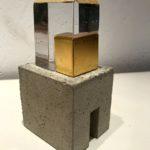Maison d'or I /verre, béton et feuille d'or H16 L8cm